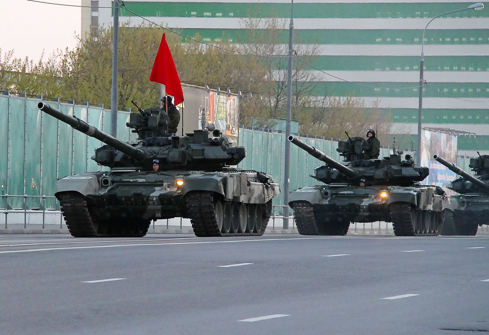 Modern_T-90_tank_of_the_Russian_Army