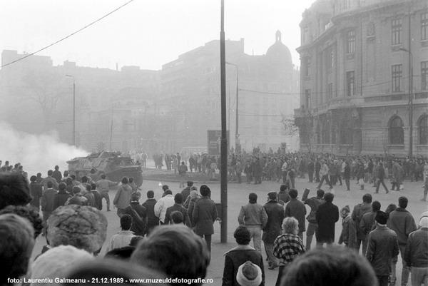 02-taburile-in-piata-universitatii-21-decembrie-1989