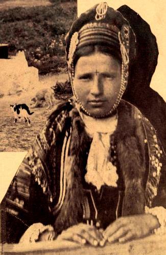 Femeie cu crucea in frunte