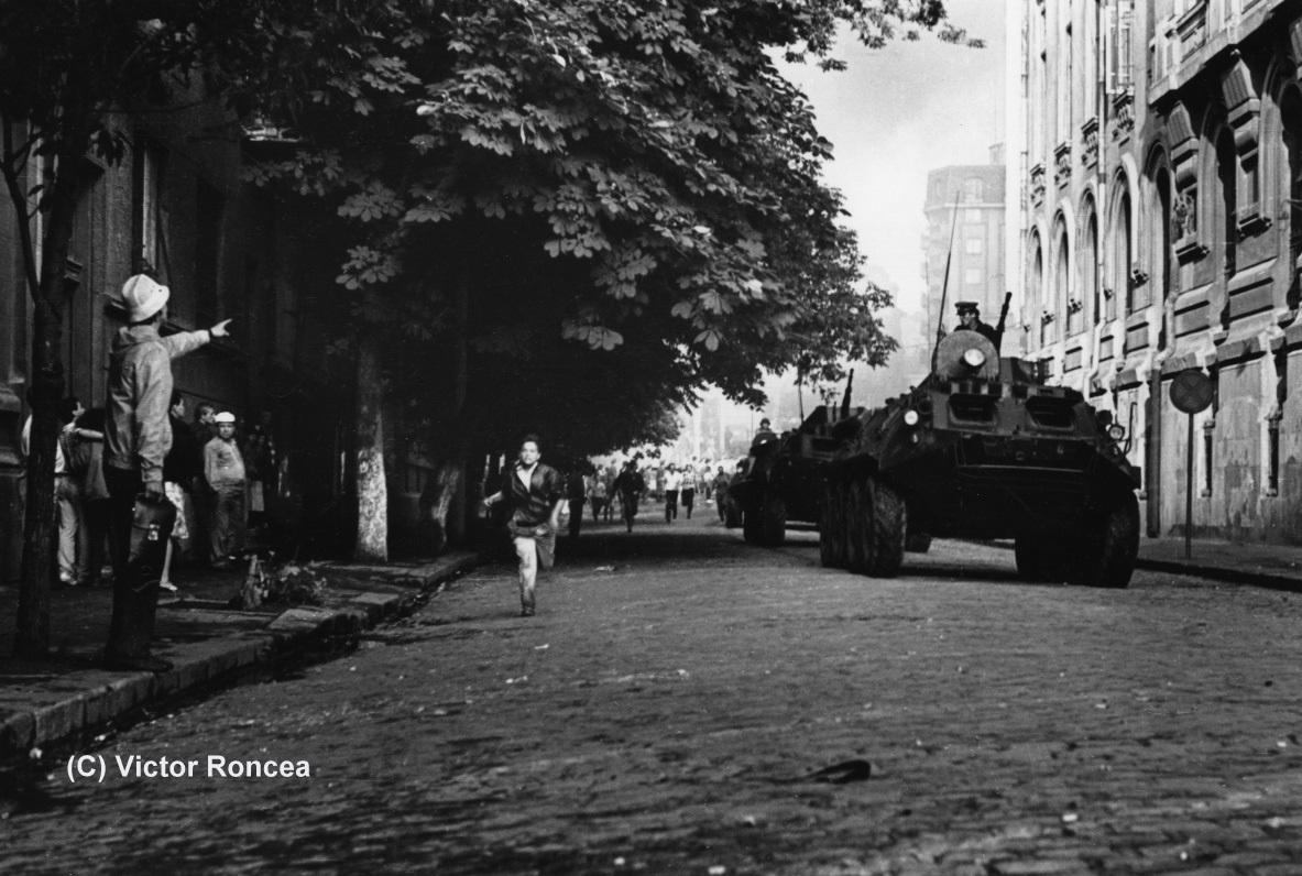 Piata-Universitatii-Foto-c-Victor-Roncea-13-15-iunie-1990-12